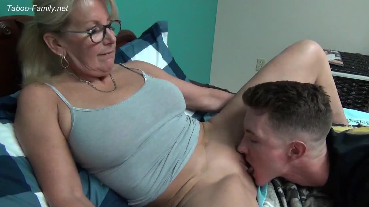 Секс с мамой - порно видео смотреть онлайн бесплатно ▶11:52